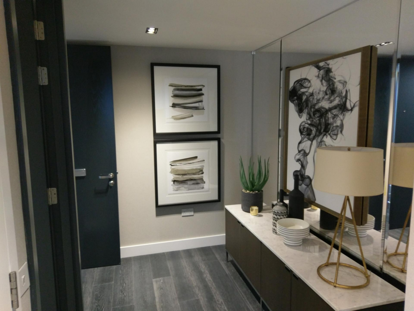 The Madison show flat -wallpapering